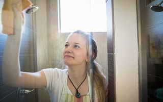 Чем и как мыть душевую кабину: подробный обзор лучших моющих средств
